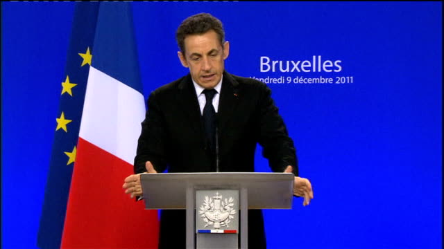uk isolated after eu summit veto belgium brussels int david cameron mp and nicolas sarkozy pass eachother in eu summit room failing to shake hands... - 首脳会議点の映像素材/bロール