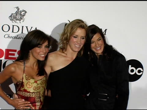 eva longoria felicity huffman and teri hatcher at the 'desperate housewives' series premiere party arrivals on october 3 2004 - teri hatcher stock-videos und b-roll-filmmaterial