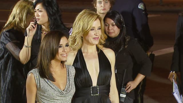 eva longoria, felicity huffman at the 2007 people's choice awards arrivals at the shrine auditorium in los angeles, california on january 9, 2007. - people's choice awards stock-videos und b-roll-filmmaterial
