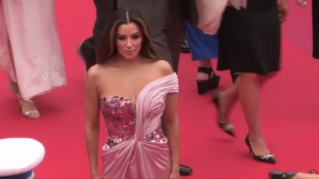 vidéos et rushes de eva longoria, gong li, louise bourgoin on the red carpet for the opening ceremony of the 2019 cannes film festival cannes, france on tuesday 14, 2019 - tapis rouge