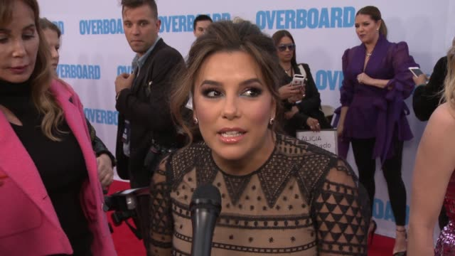 stockvideo's en b-roll-footage met eva longoria on overboard, what is it about, on what can you tell us about your character, on can you tell us about your experience working with the... - interview ruw materiaal