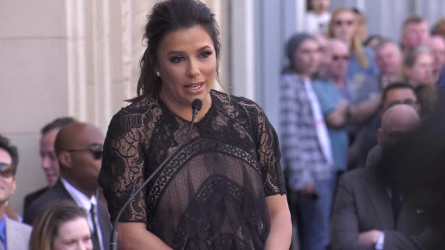 vidéos et rushes de speech eva longoria on what it means to receive this honor at the eva longoria honored with a star on the hollywood walk of fame on april 16 2018 in... - fame