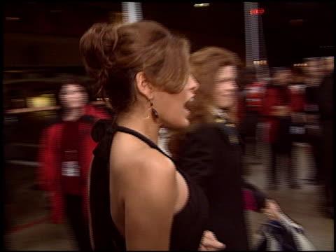 eva mendes at the 2005 people's choice awards at the pasadena civic auditorium in pasadena, california on january 9, 2005. - パサディナ公会堂点の映像素材/bロール