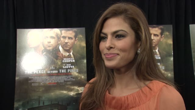 """eva mendes on working with director derek cianfrance, on going bowling at """"the place beyond the pines"""" new york premiere presented by focus features... - ランドマークサンシャインシアター点の映像素材/bロール"""