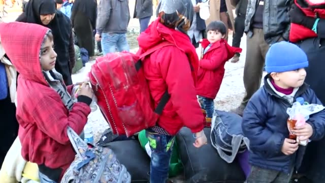 evacuated civilians fled from east aleppo that had been under siege by iranled shiite militias and assad regime forces arrive at sarmada town of... - 逃げる点の映像素材/bロール