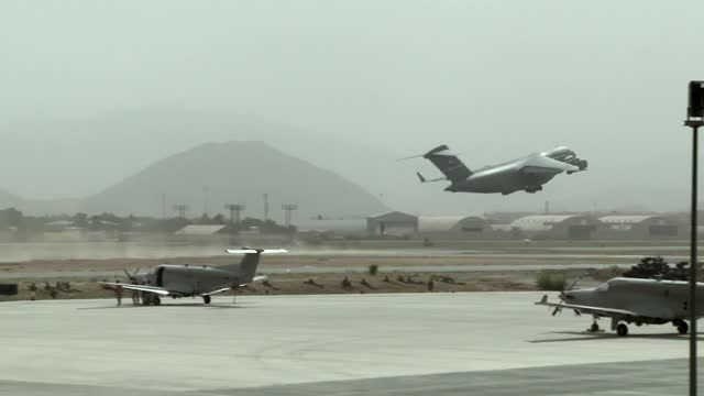 stockvideo's en b-roll-footage met evacuation flights resumed from kabul airport days after the taliban took over afghanistan on wednesday and thursday 2021. the airport is relatively... - us president