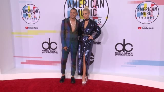 Evan Ross and Ashlee Simpson at the 2018 American Music Awards at Microsoft Theater on October 09 2018 in Los Angeles California