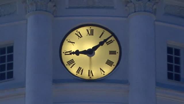 cu, zo, evangelical lutheran cathedral at dusk, helsinki, finland - römische zahl stock-videos und b-roll-filmmaterial