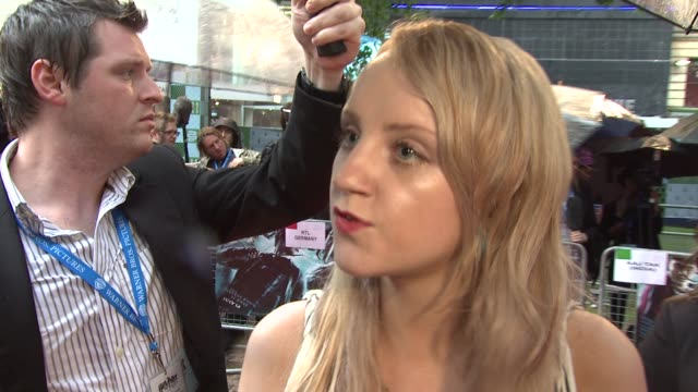 evanna lynch on feeling more comfortable this time around at the harry potter and the halfblood prince at london england - evanna lynch stock videos & royalty-free footage