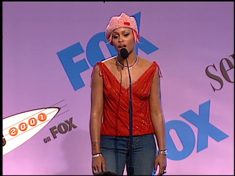 stockvideo's en b-roll-footage met eve at the 2001 teen choice awards press room at universal amphitheatre in universal city, california on august 12, 2001. - teen choice awards