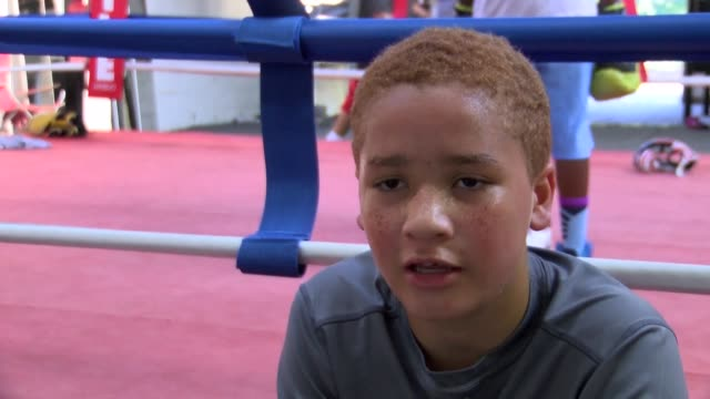 even after his death sporting legend muhammad ali remains an inspiring figure for a new generation of teenage boxers at a gym in his hometown of... - hometown bildbanksvideor och videomaterial från bakom kulisserna