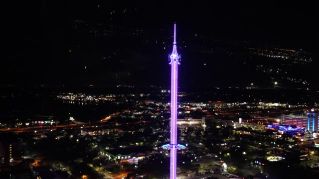evening aerial shot of cityscape, skyline and skyflyer in orlando, florida - orlando florida stock videos & royalty-free footage