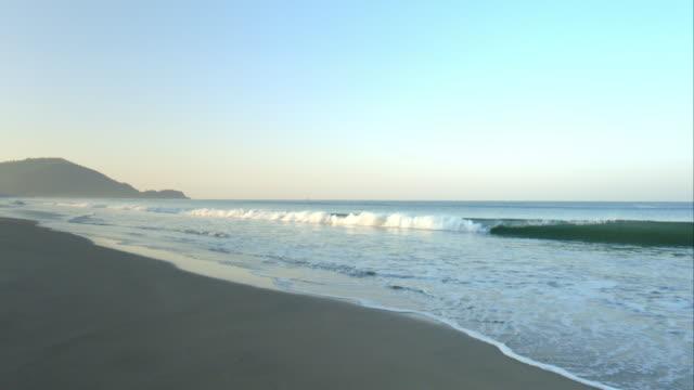 vídeos y material grabado en eventos de stock de evening at the beach in goa - vista marina