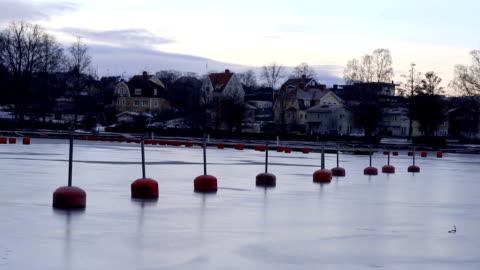kvälls stämning över en frusen sjö i sverige - motljus bildbanksvideor och videomaterial från bakom kulisserna