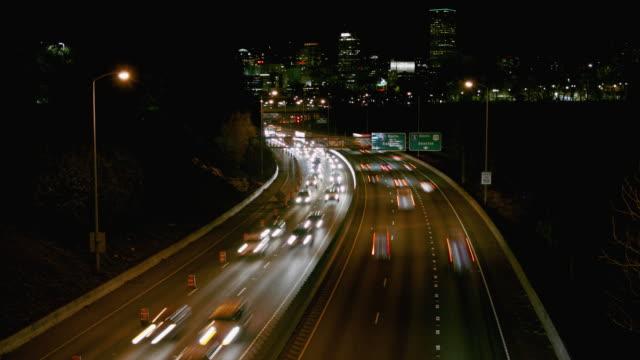 夕方のラッシュアワーのトラフィックの時間経過 - portland oregon点の映像素材/bロール