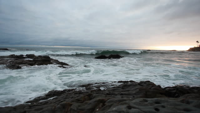 ws evening seascape, laguna beach, california, usa - laguna beach california stock videos & royalty-free footage