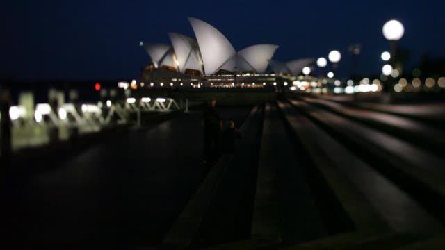 evening shot of entire profile of sydney opera house - ローカルな名所点の映像素材/bロール