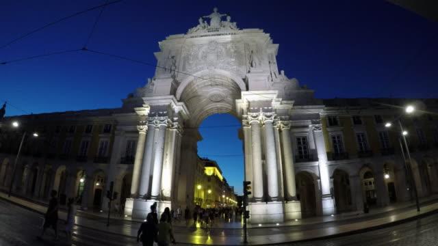 Evening shot of the Rua Augusta Arch in the Praça do Comércio (commercial plaza).