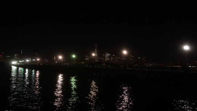 evening street light and reflectons in new jersey - ウォーターフロント点の映像素材/bロール