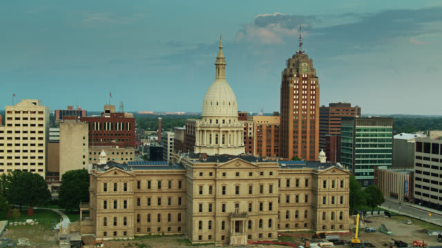 evening sunlight shining on michigan state capitol - lansing stock videos & royalty-free footage