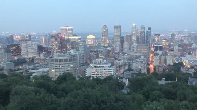 evening sunset timelapse of the montreal, quebec skyline - vieux montréal stock videos & royalty-free footage