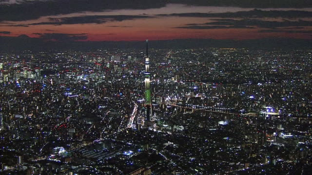 aerial, evening view with tokyo skytree, japan - turmspitze stock-videos und b-roll-filmmaterial