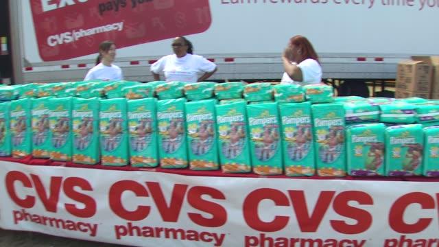 event at the cvs/pharmacy 's biggest playdate' at los angeles ca. - cvsケアマーク点の映像素材/bロール