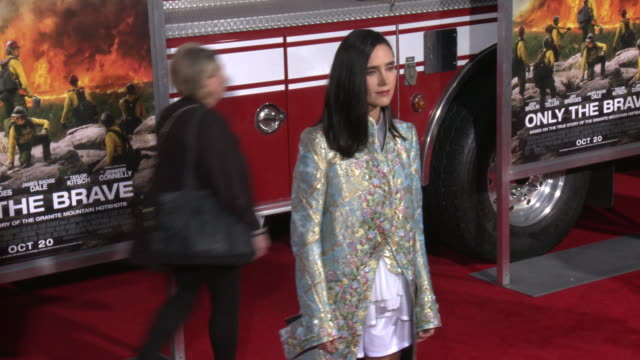 event capsule clean at the only the brave premiere at regency village theatre on october 08 2017 in westwood california - only the brave 2017 film stock videos & royalty-free footage