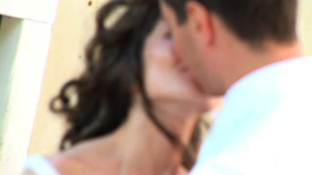 hd: dauerhafte hochzeit kuss - aufblenden stock-videos und b-roll-filmmaterial