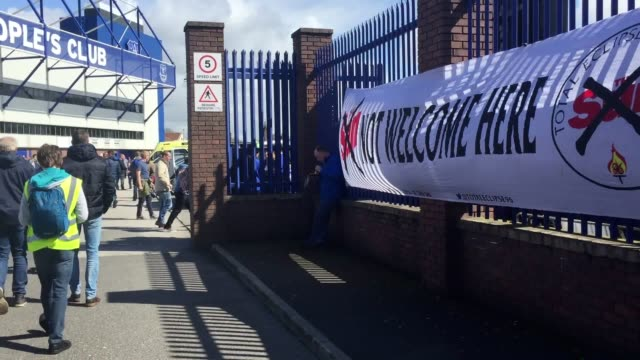vidéos et rushes de everton football club have banned the sun from their goodison park stadium and training ground. the announcement comes in the wake of controversy... - everton