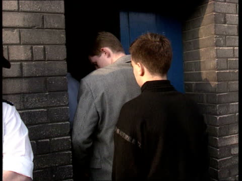 vidéos et rushes de everton v liverpool; england: liverpool: walton: goodison park: ext martin thompson & friends walk along road, standing outside everton's ground, gv... - everton