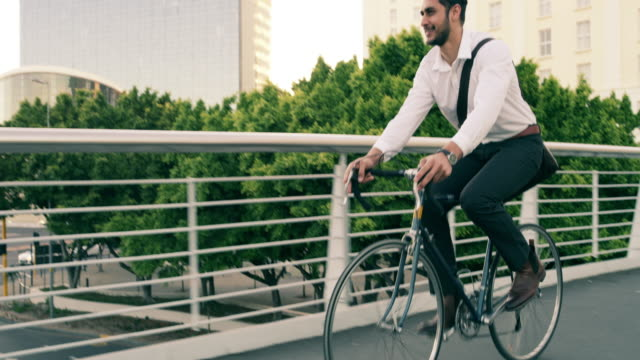 vídeos de stock e filmes b-roll de every business mission needs motion to succeed - ciclismo