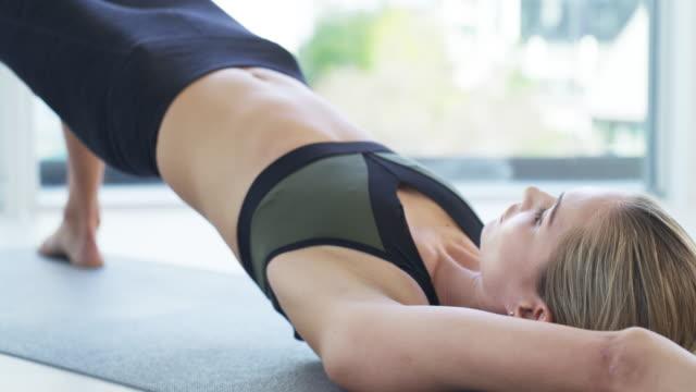 vídeos de stock, filmes e b-roll de todos os dias é uma oportunidade para melhorar - pilates