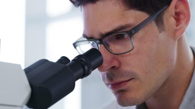 すべての科学者の目 - 実験点の映像素材/bロール
