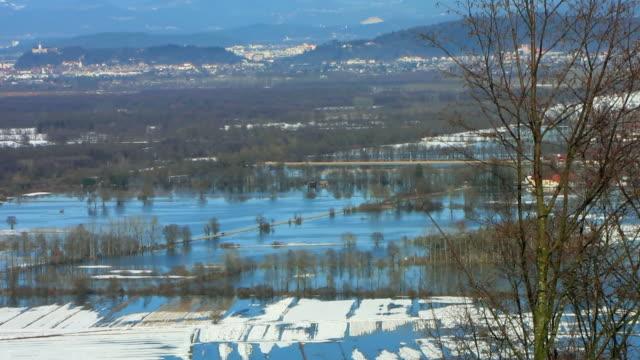 vidéos et rushes de ws zo ha every year spring floods in ljubljana moors (ljubljansko barje), ljubljana in distance / slovenia - 2010