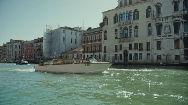 everyday life of a summer day in venezia full of tourists - grand canal venice stock videos & royalty-free footage