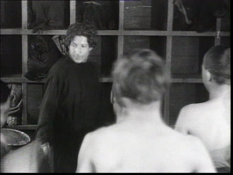everyday life of workers who build the new factories pioneers of soviet industrialization bathhouse naked men get dressed men put on clothes in... - routine stock-videos und b-roll-filmmaterial