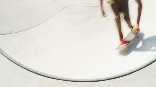 毎日のスケートボードの日 - 傾斜面点の映像素材/bロール
