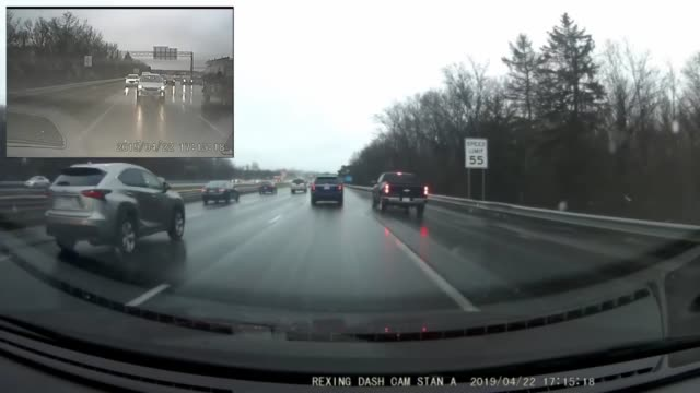 vídeos y material grabado en eventos de stock de everyone is trying to get home before everybody else during rush hour. we're pretty sure there was contact between the truck and the suv, but they... - accidente de tráfico