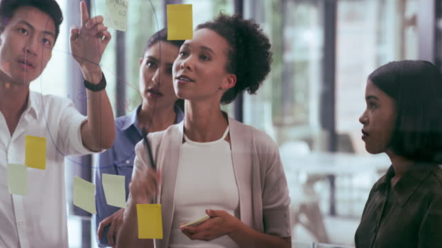 vidéos et rushes de entrée de tout le monde fait mieux que le gros plan - brainstorming