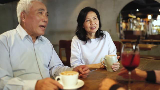 stockvideo's en b-roll-footage met oproepen van herinneringen uit jongere dagen - koffie drank