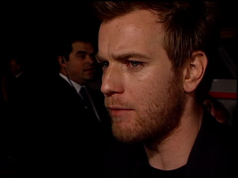 ewan mcgregor at the 'black hawk down' premiere at ampas in beverly hills california on december 18 2001 - 2001 stock videos & royalty-free footage