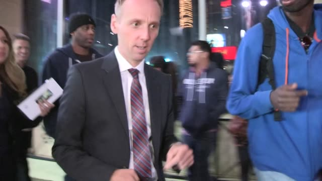 ewen bremner greets fans while arriving at the jack the giant slayer after party in hollywood 02/26/13 - ewen bremner stock videos & royalty-free footage