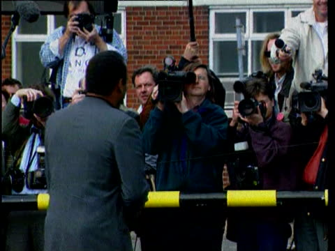 examerican footballer oj simpson in manchester to do interview after his murder acquittal / paparazzi press asking why he is visiting the uk and he... - unschuld stock-videos und b-roll-filmmaterial