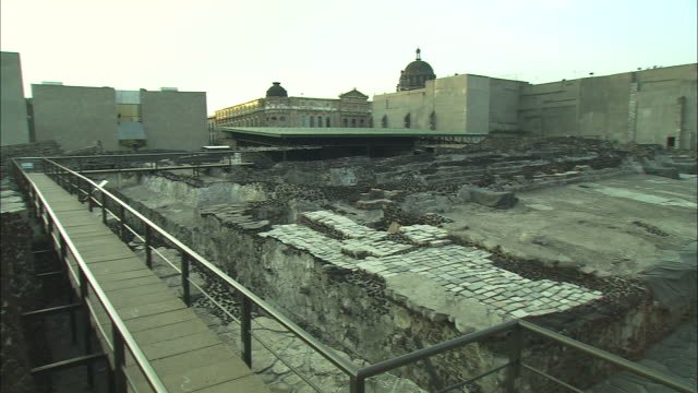 ms, pan, excavation site, mexico - anno 2001 video stock e b–roll