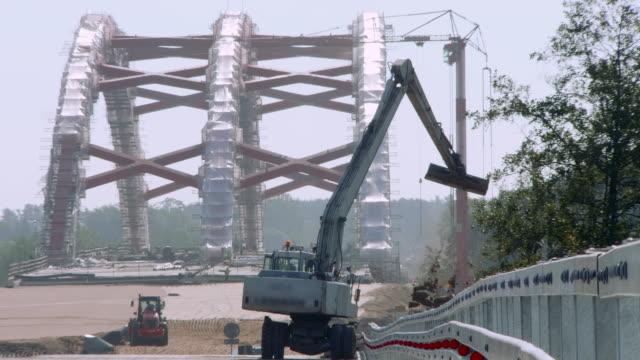 excavator working on road - macchinario edile video stock e b–roll