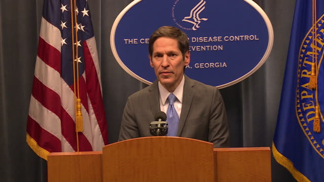 excerpts from a press conference with us centers for disease control director doctor thomas frieden on ebola - bundesgesundheitsamt der usa stock-videos und b-roll-filmmaterial