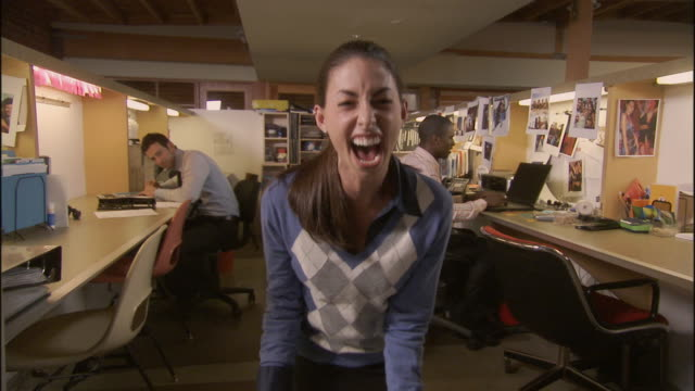 vidéos et rushes de ms, excited businesswoman in office cheering and gesturing, los angeles, california, usa - crier