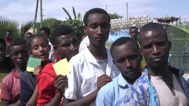 excited voters queue up as the long running campaign from members of ethiopia's sidama ethnic group to form their own regional state culminates in a... - horn von afrika stock-videos und b-roll-filmmaterial
