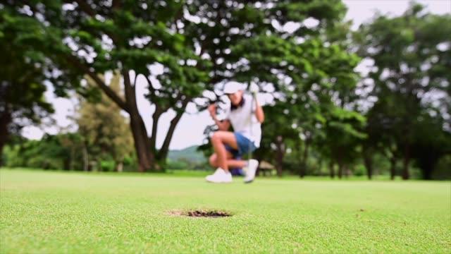 エキサイティングな勝利 - ゴルフ選手点の映像素材/bロール